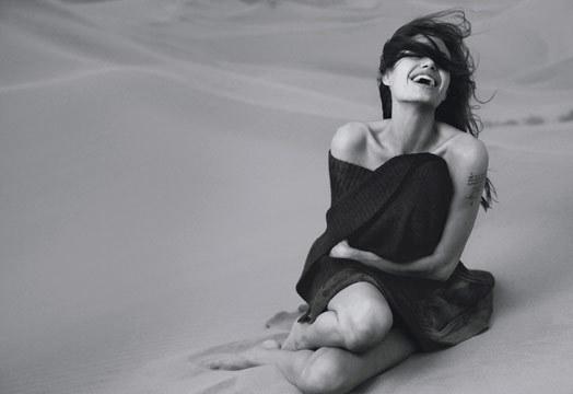Vogue-January-2007-Angelina-Jolie-vogue-1544704-524-360.jpg