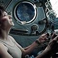 gravity-movie-review-sandra-bullock-shiop.jpg