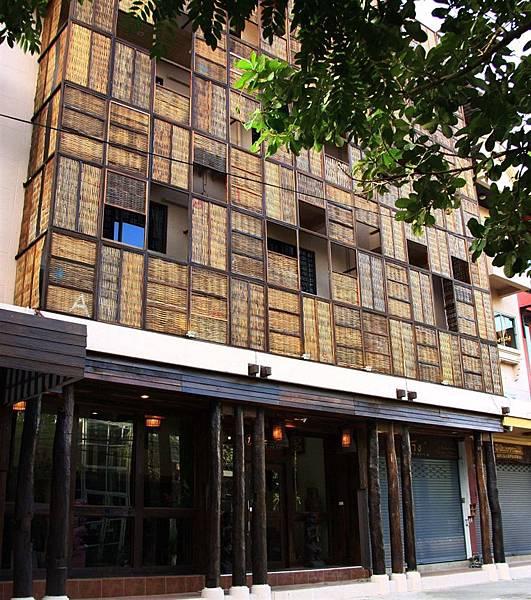 1namman gallery hotel lobby.jpg