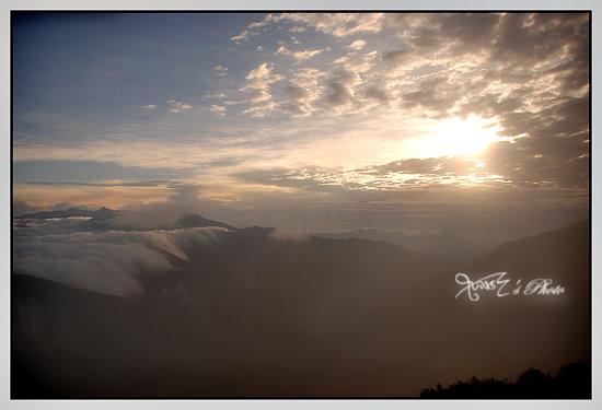 石門山的日初1.JPG