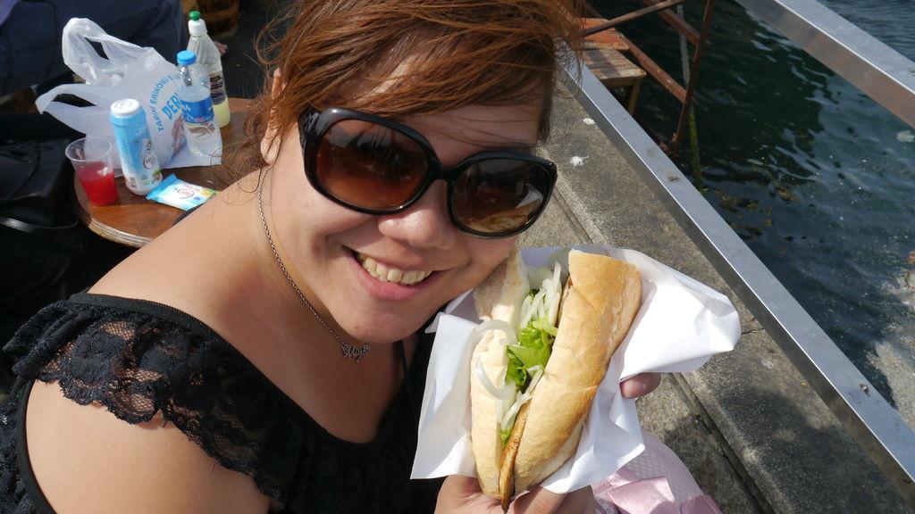 加拉達橋Galata Bridge旁吃鯖魚三明治