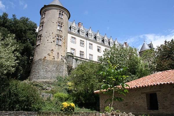 Le_chateau_et_lavoir_basse_def