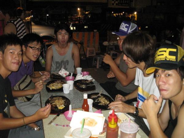 飢腸轆轆的台東夜市.jpg