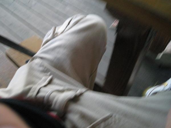 當那裏往桌腳撞去的時候  是一種可怕的心理壓力啊.jpg