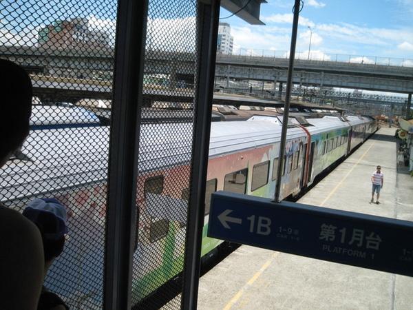 跟巴豆陳先一會合的觀光列車.jpg