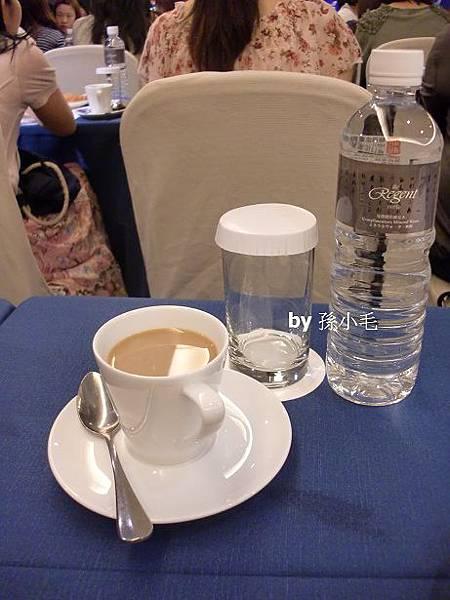04. 一邊聽講座一邊享用咖啡