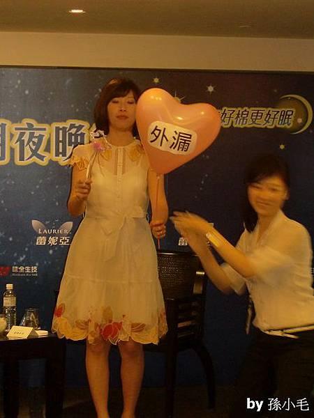 16. 貴婦奈奈很怕戳氣球喔!