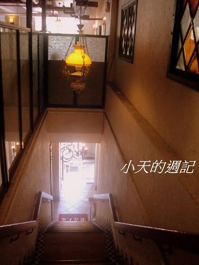 洋旗西餐廳樓梯很有異國風情