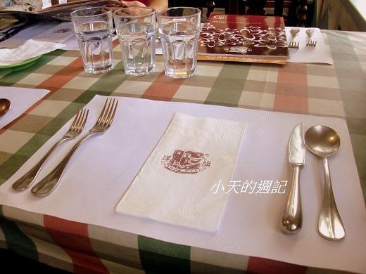 洋旗西餐廳餐桌
