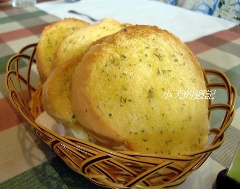 洋旗西餐廳 - 每人一片烤吐司 (印象中可以免費續點)