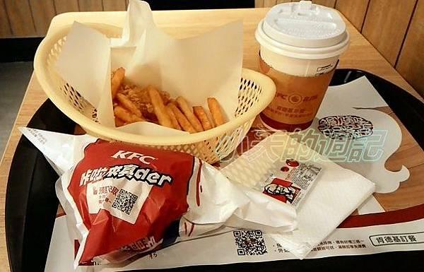 【BloggerAds體驗】肯德基 多種美味 高CP值 99群星餐 墨西哥辣椒薯餅雞腿堡1.jpg