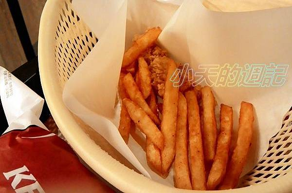 【BloggerAds體驗】肯德基 多種美味 高CP值 99群星餐 墨西哥辣椒薯餅雞腿堡2.jpg