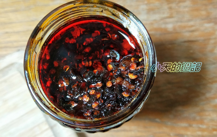 【試吃】老干媽香辣脆油辣椒 風味雞油辣椒5.jpg
