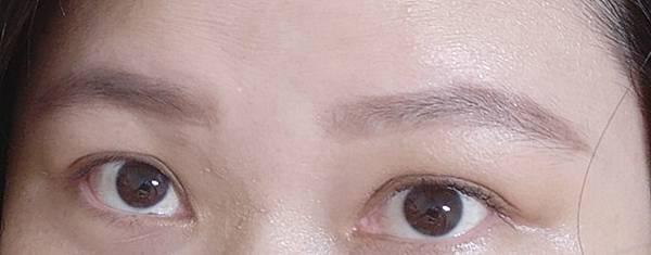 畫【韓系彩妝】采采豪禮CAI CAI Gift_韓系日常彩妝X自然保養法體驗分享會23-畫眉及上眼影後.jpg