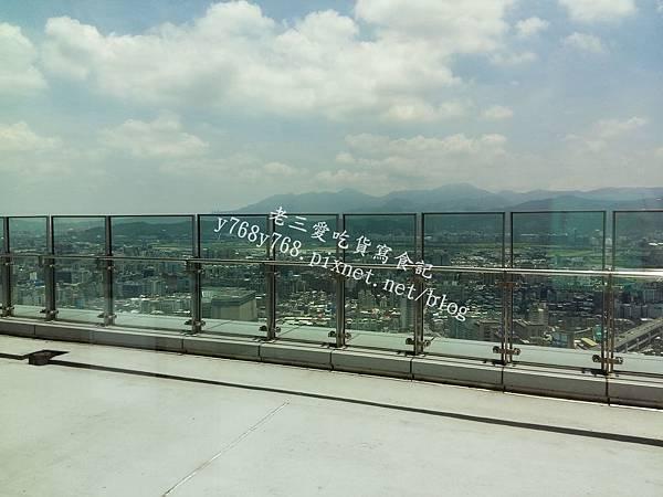 丸本陣45樓景觀餐廳-老三用電子鍋做料理.jpg