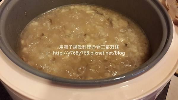 老三用電子鍋做料理3-古早味芋頭粥.jpg