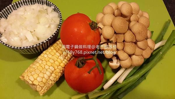 老三-老三用電子鍋做料理3.jpg