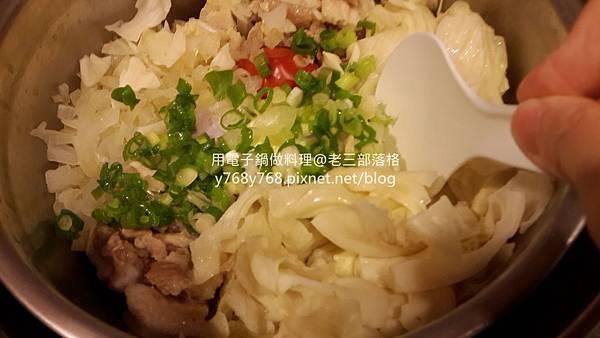 蕃茄咖哩蛋什錦炊飯-老三用電子鍋做料理17.jpg