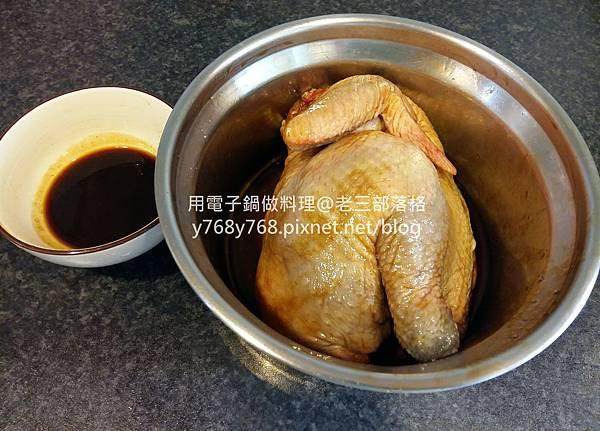 老三用電子鍋做料理4-蜜汁燒雞.jpg