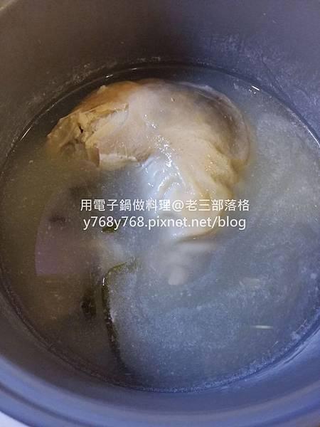 改良版四神湯-糙米裸麥豬肚湯-老三用電鍋做料理11.jpg