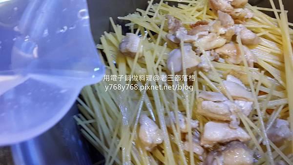 南瓜起士嫩雞義大利麵-老三用電子鍋做料理4_结果.jpg