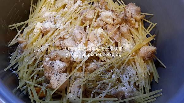 南瓜起士嫩雞義大利麵-老三用電子鍋做料理6_结果.jpg