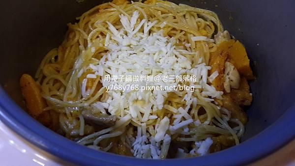 南瓜起士嫩雞義大利麵-老三用電子鍋做料理9_结果.jpg
