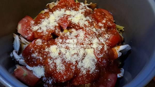 老三用電子鍋做料理-蕃茄義大利肉醬麵11.jpg