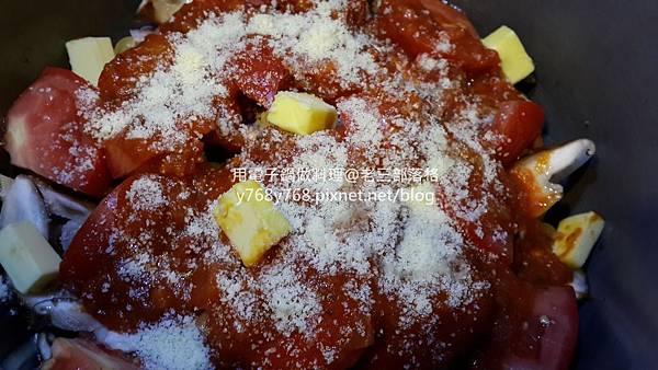 老三用電子鍋做料理-蕃茄義大利肉醬麵12.jpg