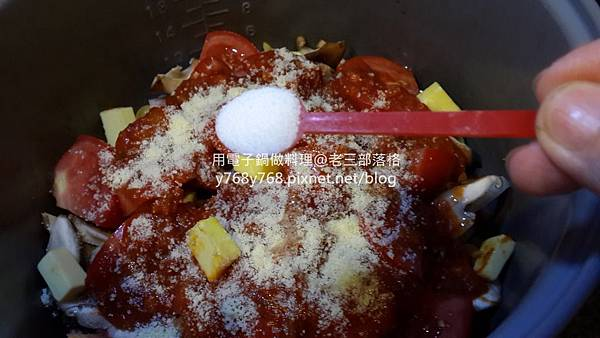 老三用電子鍋做料理-蕃茄義大利肉醬麵13.jpg