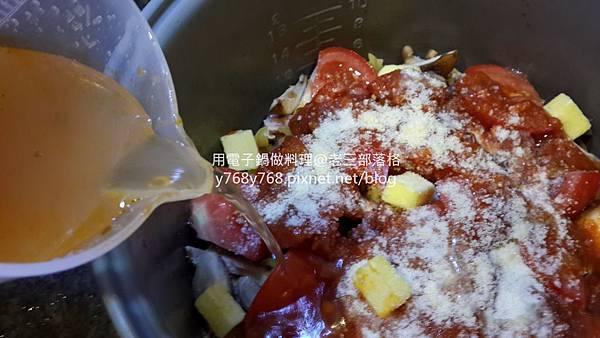 老三用電子鍋做料理-蕃茄義大利肉醬麵14.jpg