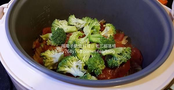 老三用電子鍋做料理-蕃茄義大利肉醬麵18.jpg