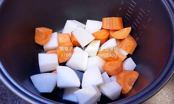 老三用電子鍋做料理-紅燒豬肉湯3.jpg