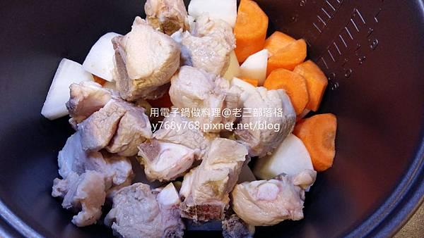 老三用電子鍋做料理-紅燒豬肉湯4.jpg