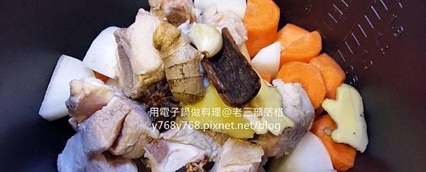 老三用電子鍋做料理-紅燒豬肉湯6.jpg