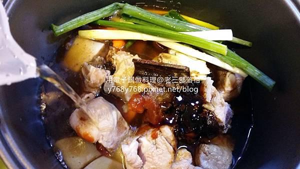 老三用電子鍋做料理-紅燒豬肉湯12.jpg