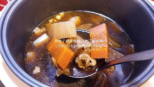老三用電子鍋做料理-紅燒豬肉湯15.jpg