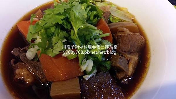 老三用電子鍋做料理-紅燒豬肉湯20.jpg