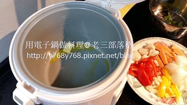 老三用電子鍋做料理-三汁燜醬21.jpg