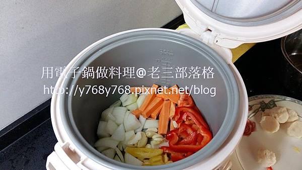 老三用電子鍋做料理-三汁燜醬23.jpg
