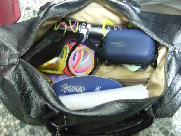 超重的包包,應該有2~3公斤ㄅ!!