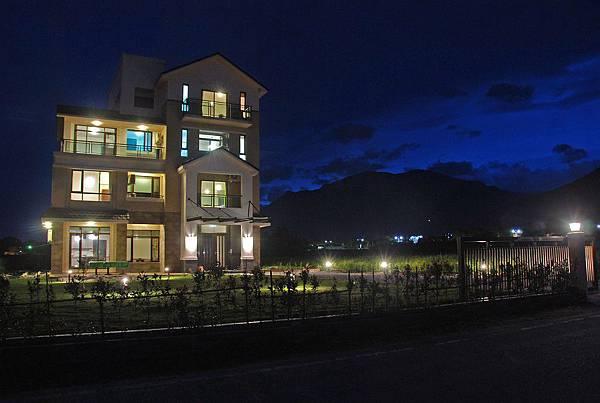 外觀 (夜景).jpg