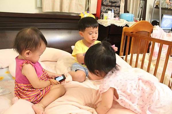 三位小朋友