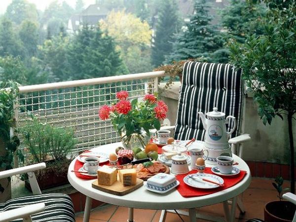 RomanticHome_2001.jpg