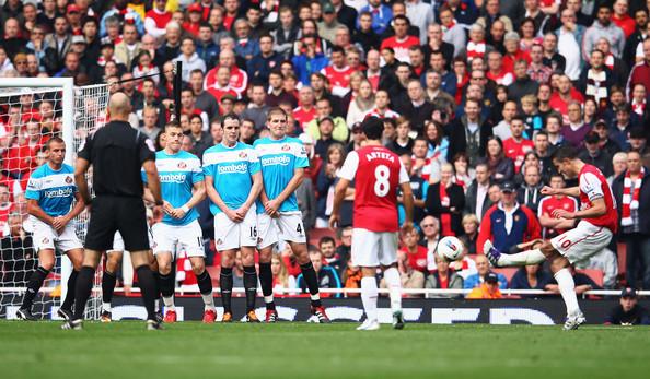 Robin+Van+Persie+Arsenal+v+Sunderland+Premier+LHOeNuFBDu_l.jpg