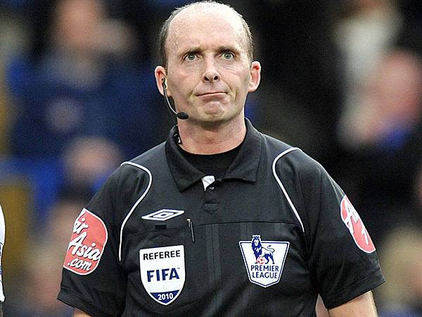 Mike-Dean-referee