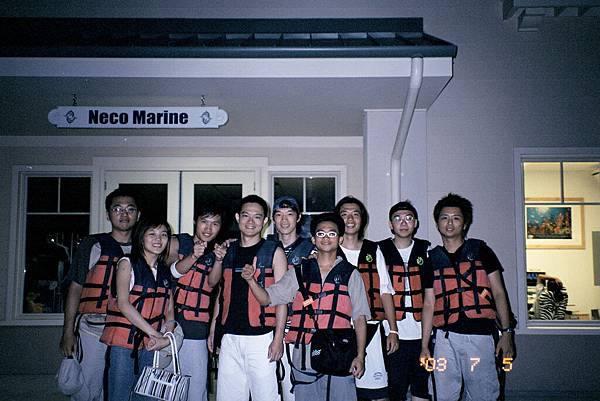 出海碼頭服務處門口(全體)