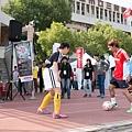 120記者會現場 日本YAMAHA贊助的J聯盟職業足球隊JUBILO球員親臨台灣與小球員踢足球互動熱烈.jpg