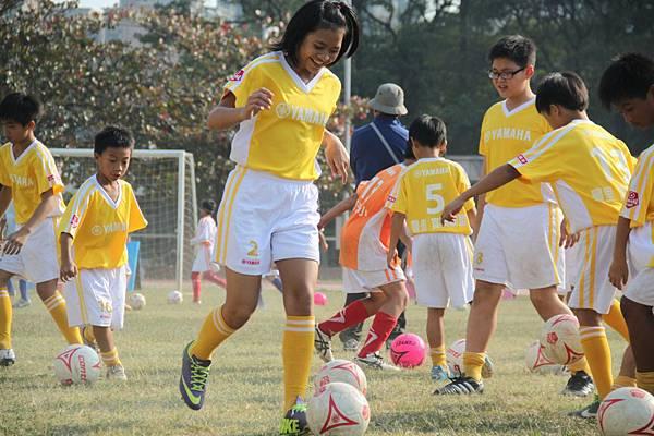 140開心的踢球就是小朋友們最快樂的時光!.JPG