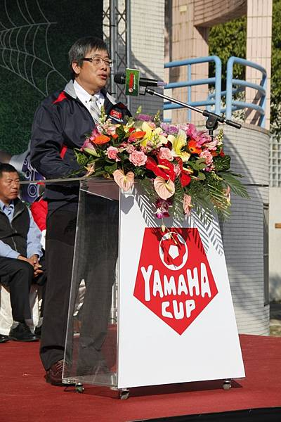 3.開幕由YAMAHA山葉機車-高晴珀副總為球員們加油打氣。.JPG